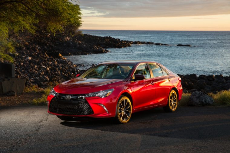 2016 Toyota Camry XSE overview