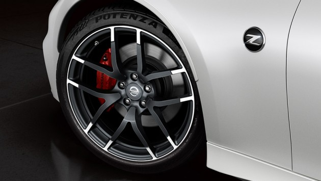 2016-nissan-370Z-nismo-pearl-white-red-detailing-alloy-wheels-close-up-large