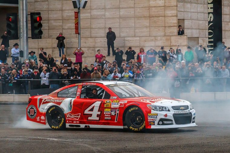 Kevin Harvick sealed his spot in the Contender Round of NASCAR's playoffs ny picking up a must-win at Dover International Speedway.