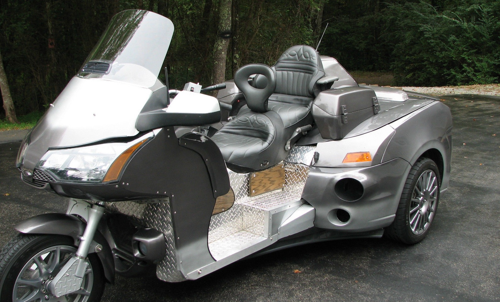 bizarre ford focus honda goldwing trike sells for 9 100 the news wheel. Black Bedroom Furniture Sets. Home Design Ideas