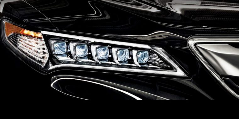 The 2016 Acura TLX come withJewel Eye® LED headlights