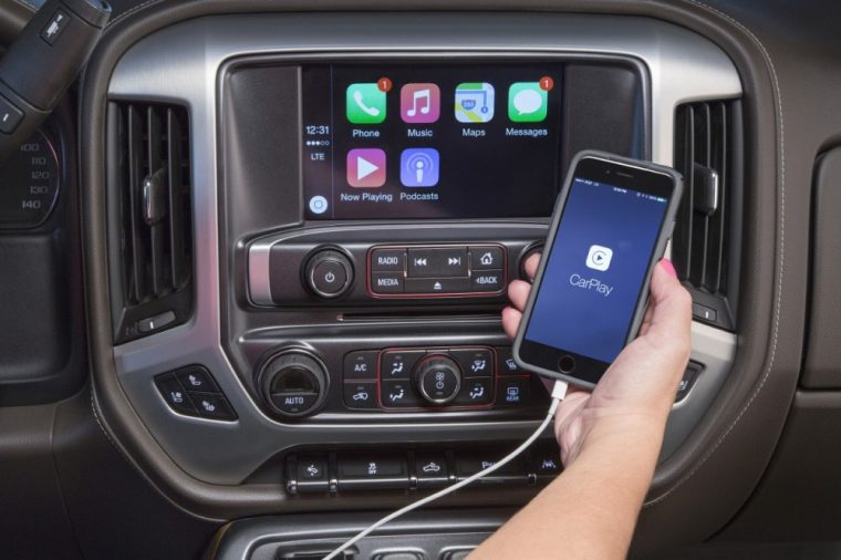The 2016 GMC Sierra 1500 comes available with Apple CarPlay