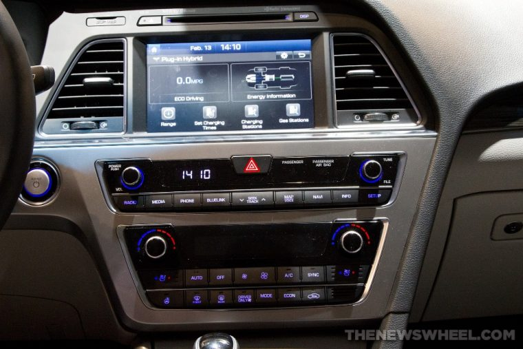 The 2016 Hyundai Sonata Hybrid comes with a 5-inch color touchscreen
