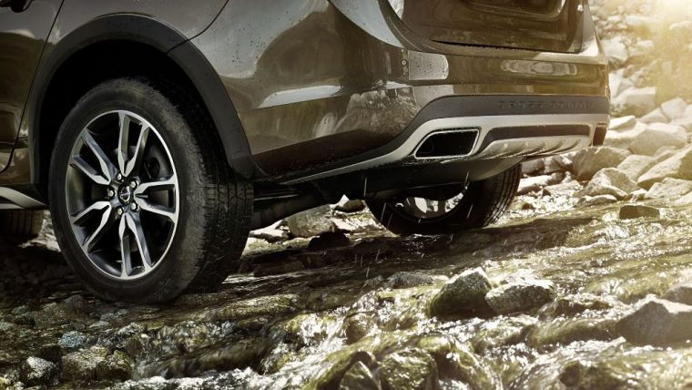 The 2016 Volvo V60 Cross Country features 18-inch alloy wheels
