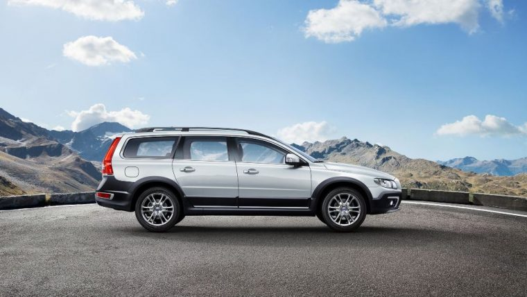 The 2016 Volvo XC70 comes standard with a 2.0-liter turbocharged four-cylinder with direct injection engine and eight-speed Geartronic automatic transmission