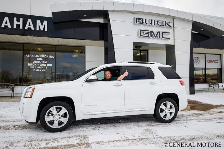 General Motors is giving the family members of its dealership employees a discount of up to 10% that is applicable to most vehicles