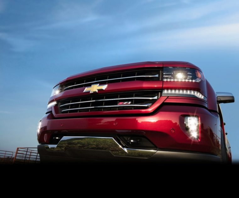 HID projector-beam headlights with LED signature DRL come standard with the 2016 Chevy Silverado
