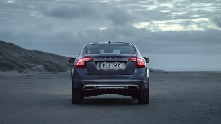 The 2016 Volvo S60 Cross country comes standard with power retractable outside mirrors and Bluetooth hands-free phone interface with audio streaming