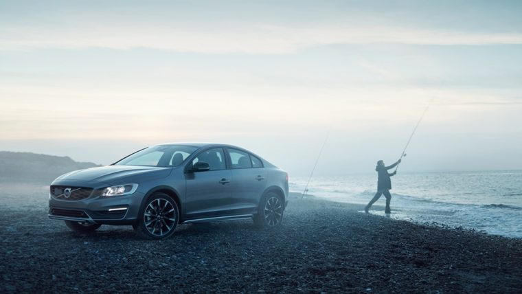 The 2016 Volvo S60 Cross Country comes with a six-speed geartronic driver adaptive automatic transmission with sport mode