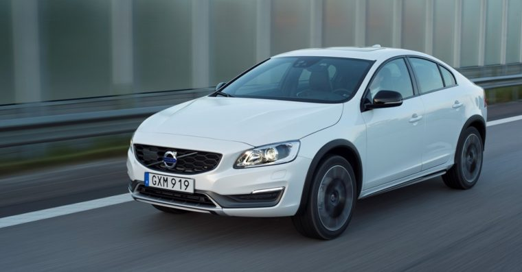 2016 Volvo S60 Cross Country comes with a 2.5-liter five-cylinder turbocharged engine