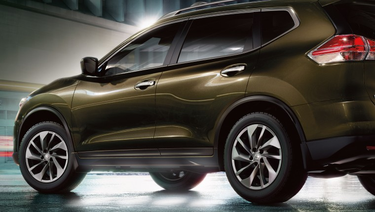 2016 Nissan Rogue Side