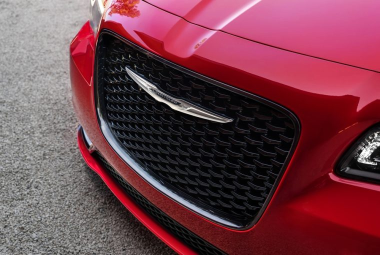 The 2016 Chrysler 300 features a distinctive front grille