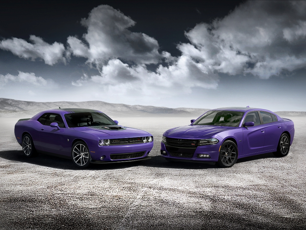 2016 SRT Hellcat Models Get New Strip Design, Exclusive