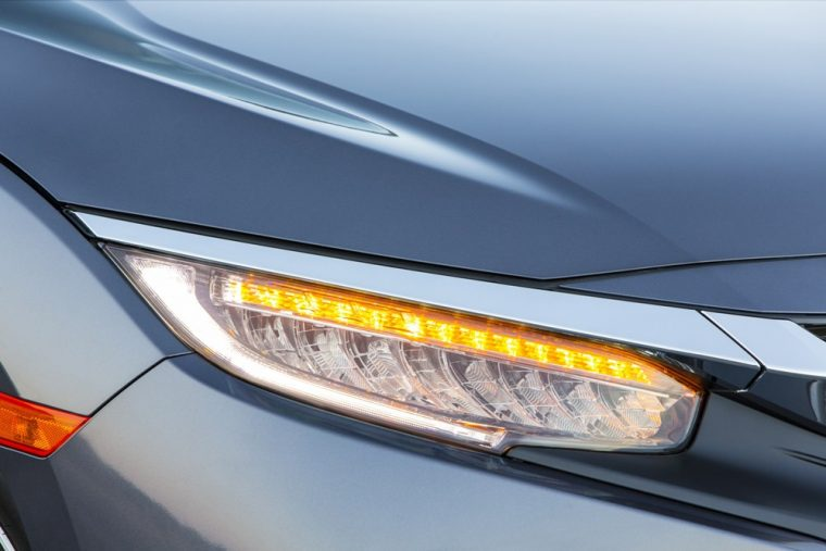 Automatic halogen headlights are a standard feature of the 2016 Honda Civic