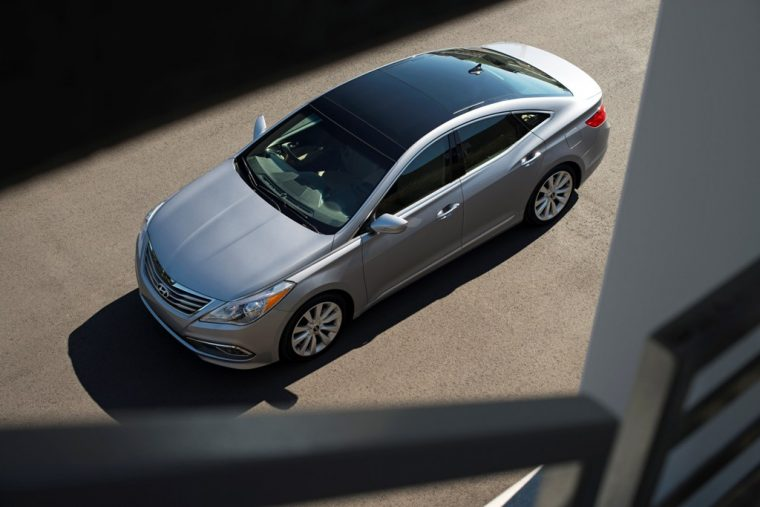 2016 Hyundai Azera model overview top view
