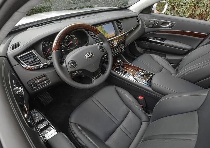 2016 Kia K900 Front Interior Premium