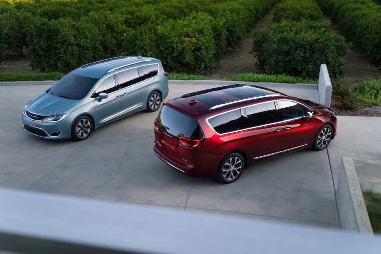 2017 Chrysler Pacifica Hybrid (left) and Chrysler Pacifica (right)