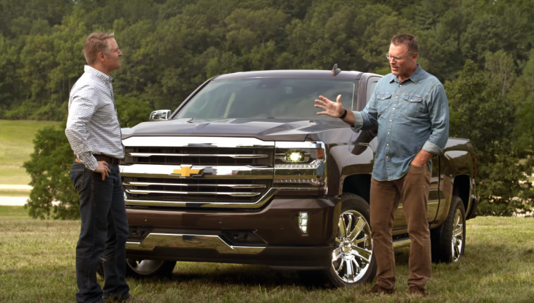 Howie Long checks out the extending running boards on the 2016 Chevy Silverado 1500