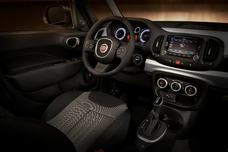 Model review of the specs and special features of the 2016 Fiat 500L