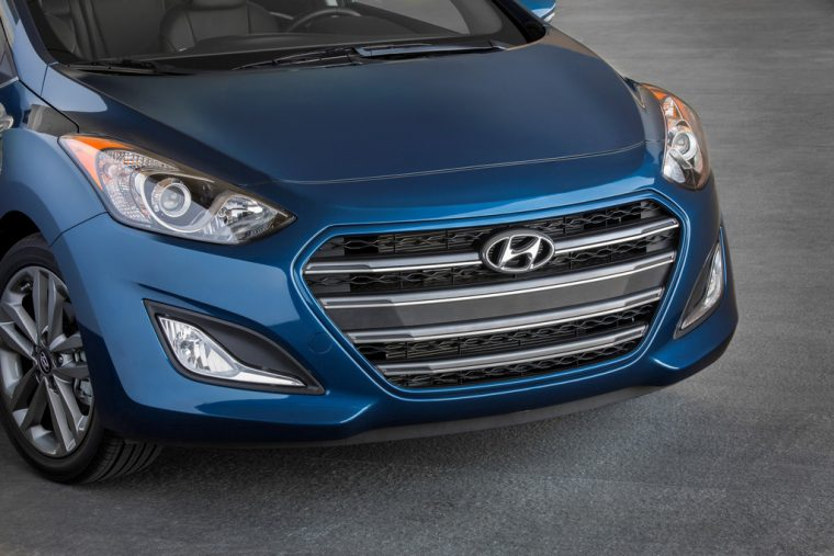 2016 Hyundai Elantra GT Overview grille