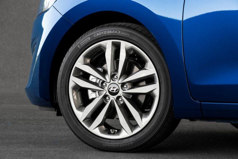 2016 Hyundai Elantra GT Overview wheel