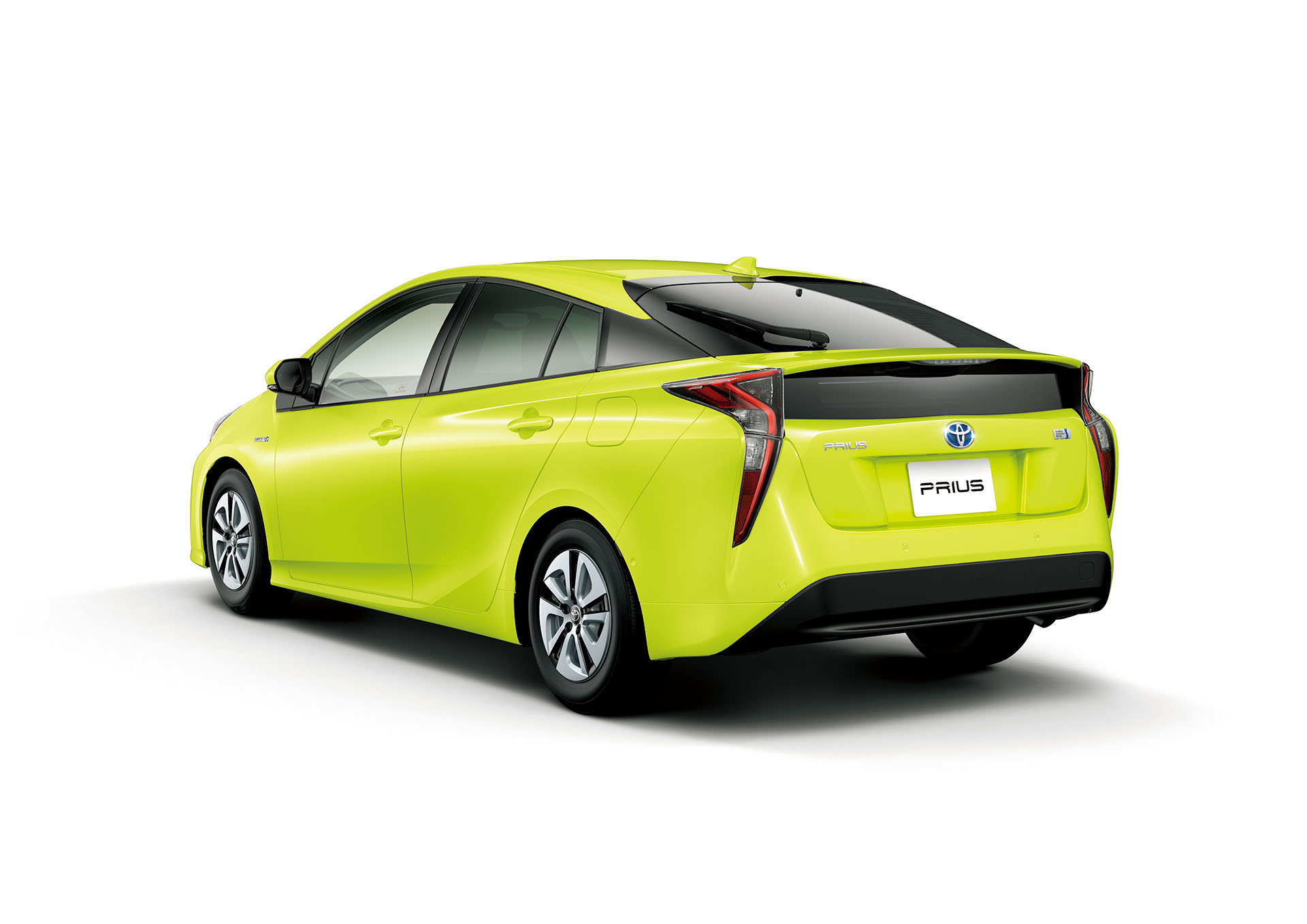 Lime Green Toyota Prius Paint Reduces Fuel Consumption