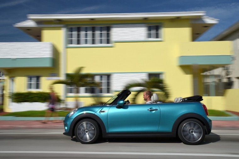 The 2016 MINI Convertible makes use of a number of advanced safety features for your protection