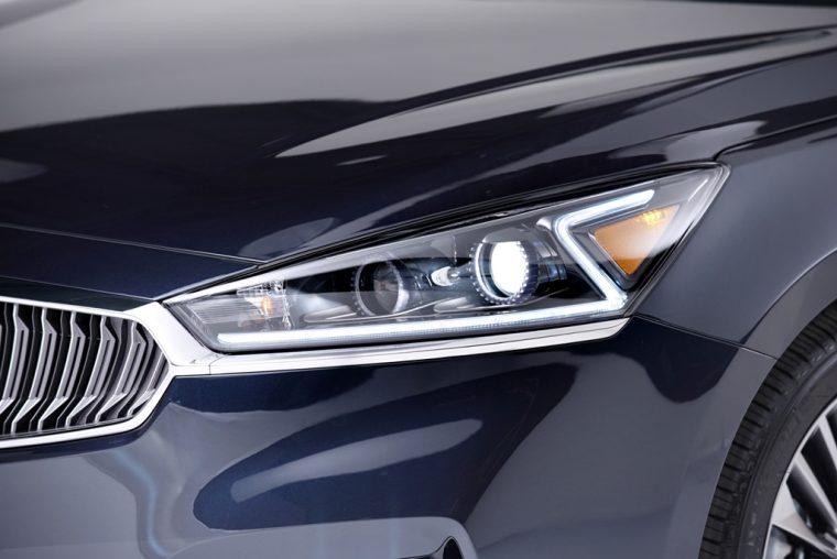 2017 Kia Cadenza Headlight