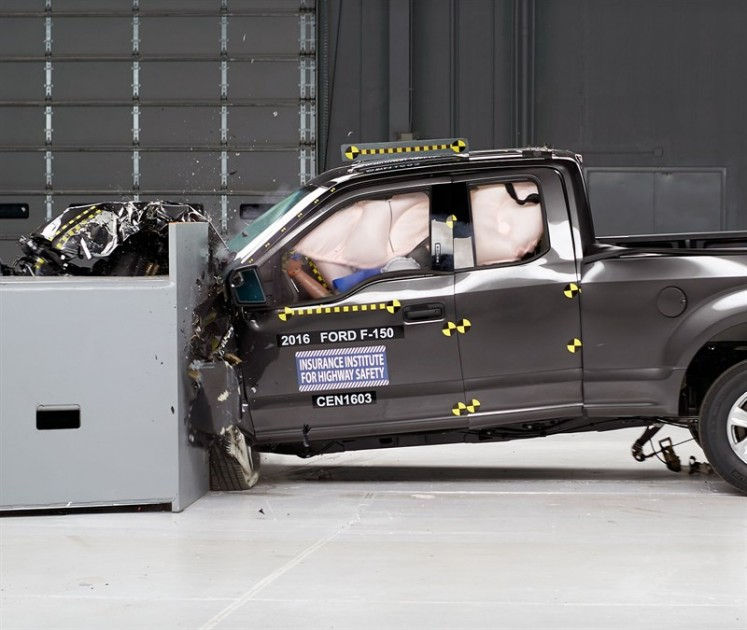 2016 Ford F-150 SuperCab IIHS small overlap frontal crash test