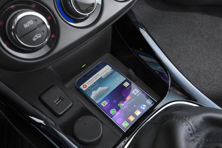 Opel ADAM wireless smartphone charging