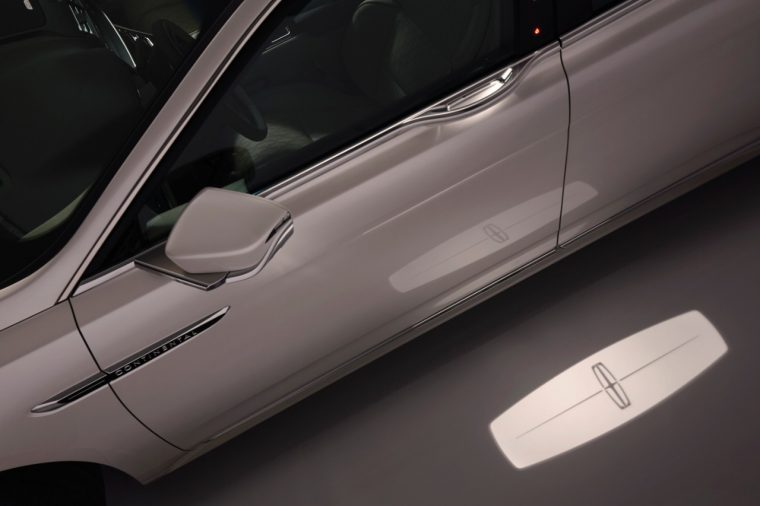 """The """"welcome mat"""" puddle light of the 2017 Lincoln Continental"""