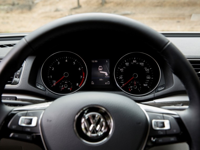 2016 Volkswagen Passat Overview speedometer