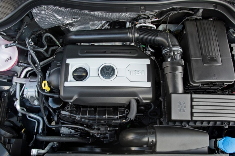 2016 Volkswagen Tiguan Overview engine