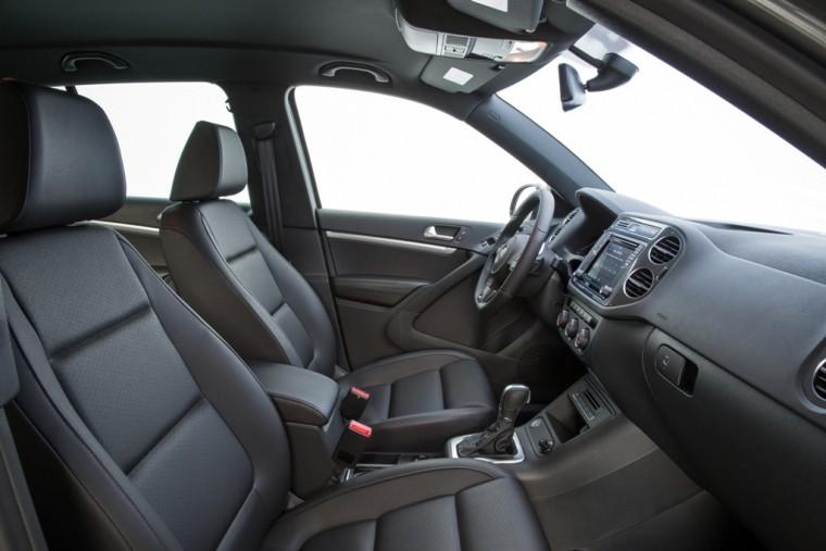 2016 Volkswagen Tiguan Overview front seats