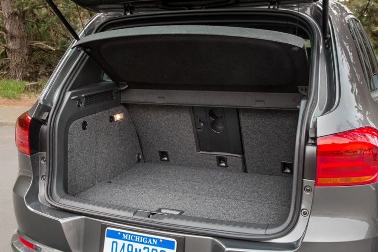 2016 Volkswagen Tiguan Overview trunk