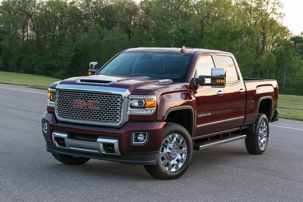 the 2017 gmc sierra denali 2500hd looks awfully powerful photos the news wheel. Black Bedroom Furniture Sets. Home Design Ideas