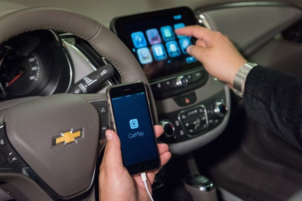 GM wireless Apple CarPlay Android Auto