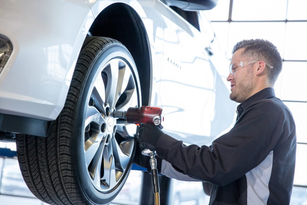 Chevrolet certified mechanic fitting a tire onto a vehicle