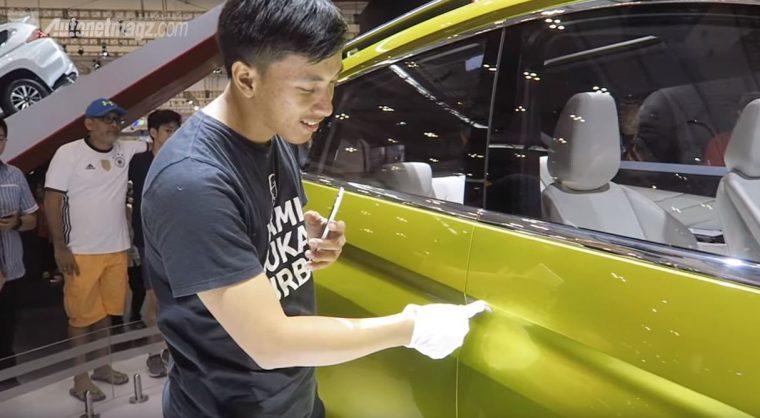 Mitsubishi XM Concept Button Door Handle