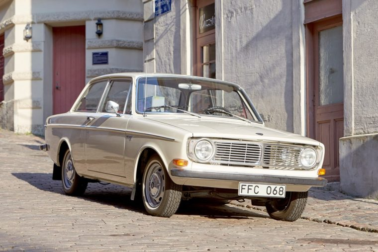 Volvo 124 Series selling old car on listlux