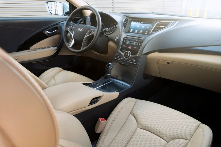 2017 Hyundai Azera sedan model overview interior front seats