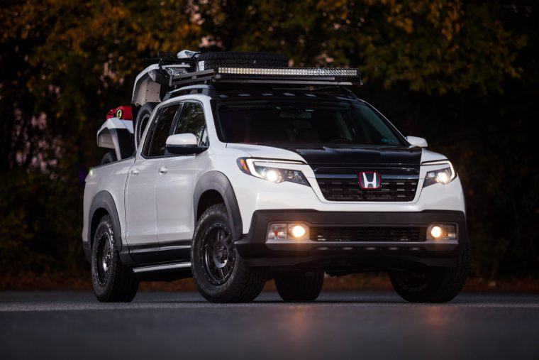 FOX Marketing Ridgeline with with 2016 Honda FourTrax Foreman Rubicon 4x4 Automatic DCT EPS Deluxe in tow