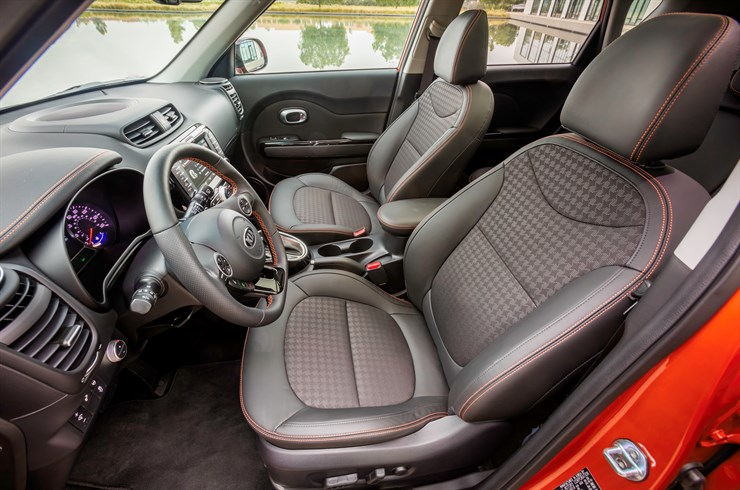 The interior of the 2017 Soul Turbo offers an exciting drive.