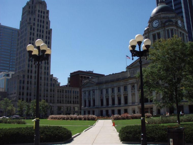 Fort Wayne Indiana highways driving travelling navigating courthouse