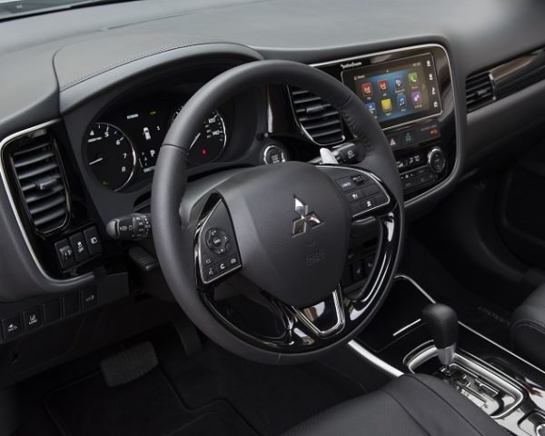 2017 Mitsubishi Outlander Overview - The News Wheel