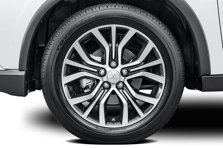 Mitsubishi Outlander wheels with embedded logo