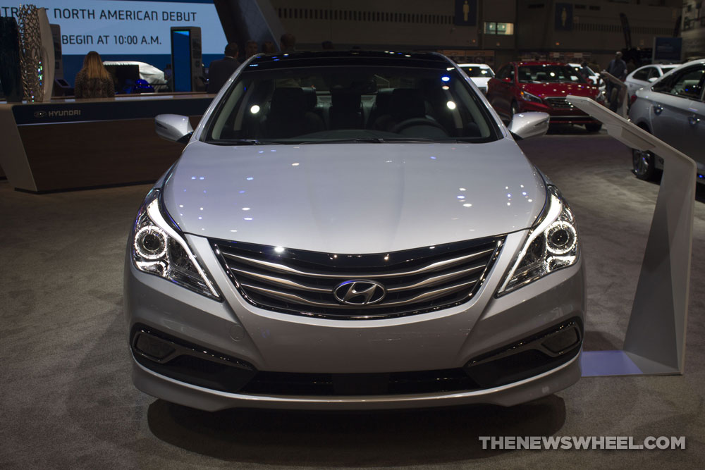 2017 Hyundai Azera Limited silver luxury sedan Chicago Auto Show pictures