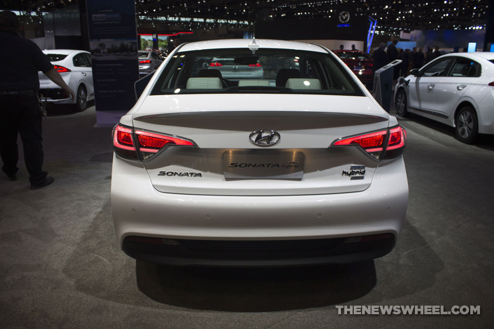 2017 Hyundai Sonata Hybrid Limited white electric car display Chicago Auto Show exterior