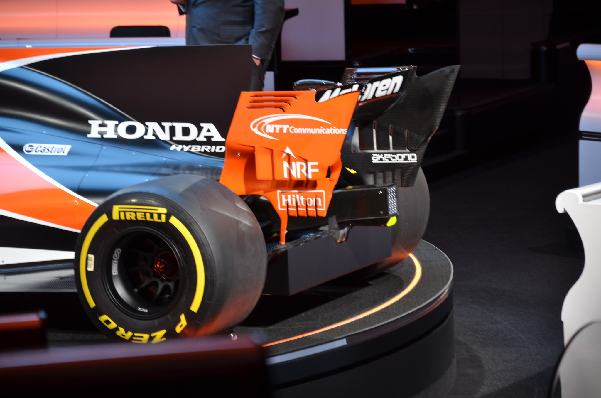 2017 mclaren honda f1 reveal 06 the news wheel. Black Bedroom Furniture Sets. Home Design Ideas