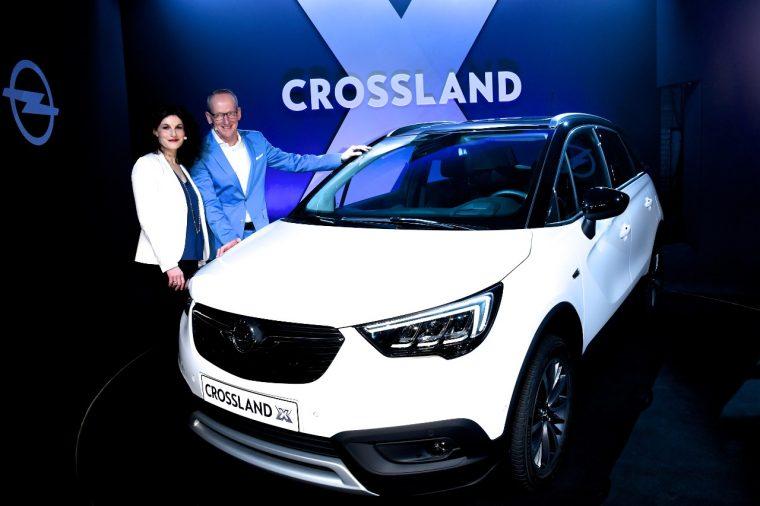 Tina Müller, Dr. Karl-Thomas Neumann, and the Opel Crossland X